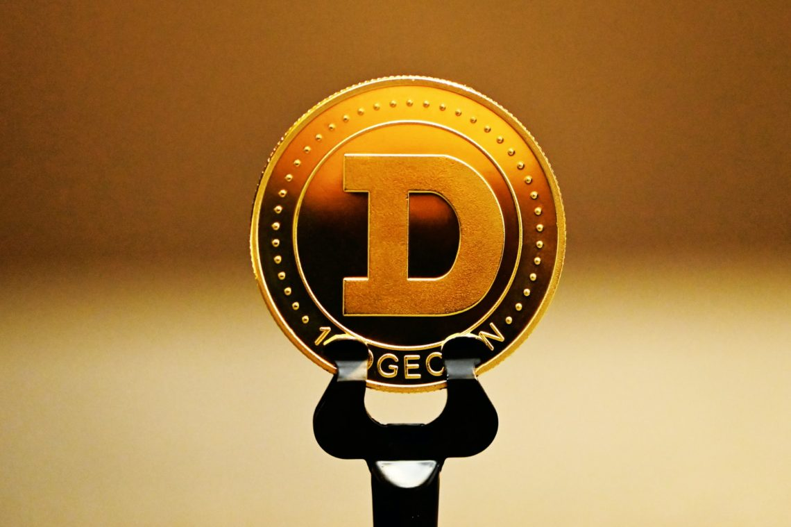Dogecoin [DOGE] parks above $0.19 as intermediate-term downtrend slows down